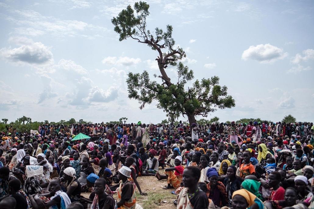 afp.14.07.05. - Leer, Dél-Szudán: várakozás a sürgősségi élelmiszersegélyre és vetőmagszállítmányra.  - 7képei