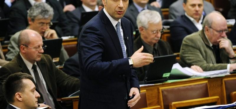 A Fidesz szerint is óriási pofont kaptunk Brüsszelből