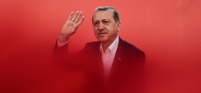 Barna kezeslábasban kell bíróság elé állniuk az Erdogan ellen szervezkedőknek