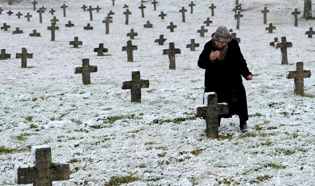 afp. Halottak napja mindenszentek nagyítás Első világháborús katonai temető Fehéroroszországban