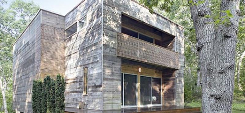 Díjazott fakocka ház: újrahasznosított elemek