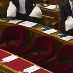 Milliókat menekítettek ki maguknak az extraadót csökkentő politikusok