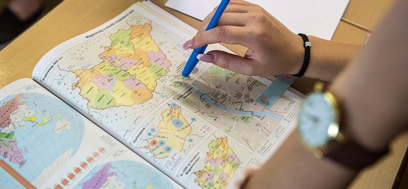 Ennek nem fognak örülni a középiskolások: kronológia helyett időszalag került az új atlaszba