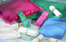 Rózsaszín kesztyűvel kínáltak álmegoldást a nők menstruációs gondjaira – nem tették zsebre, amit kaptak érte