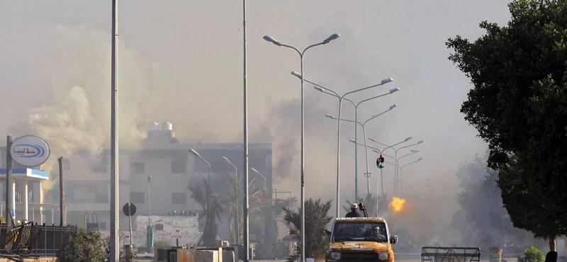 A líbiai felkelők 30 kilométerre vannak Kadhafi szülővárosától