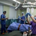 Új irányt vesz az orvoselvándorlás: külföld helyett irány a fizetős szféra