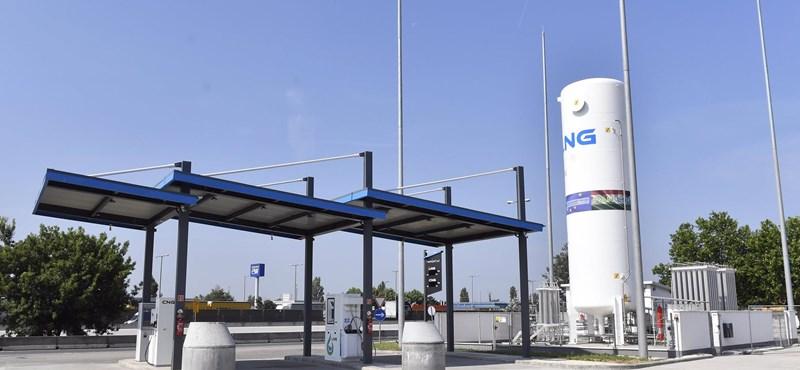 Péntektől csökkennek az üzemanyagárak