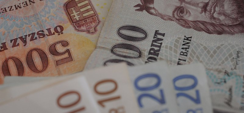 Menetel a forint, 290 alatt az euró