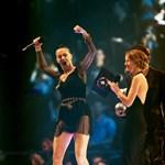 Füves cigit szívtak az MTV-gála színpadán – videóval