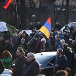 Az örmény miniszterelnök lemondását követelik az elvesztett karabahi területek miatt