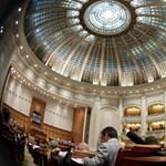 Nem engedték a szavazást a román házelnök leváltásáról a bukaresti parlamentben