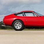 Eladó Elton John régi tűzpiros Ferrarija, ami a Miami Vice-ból is ismerős lehet