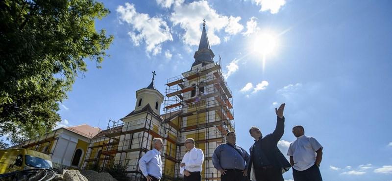 A kormány nem áll le az egyházi ingatlanok felújításával, sőt