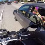 Ennél viccesebb szívatást nem művelt még motoros - videó