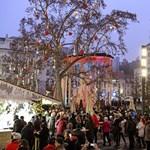 Külföldi zsebtolvajokat fogtak el a budapesti karácsonyi vásárban