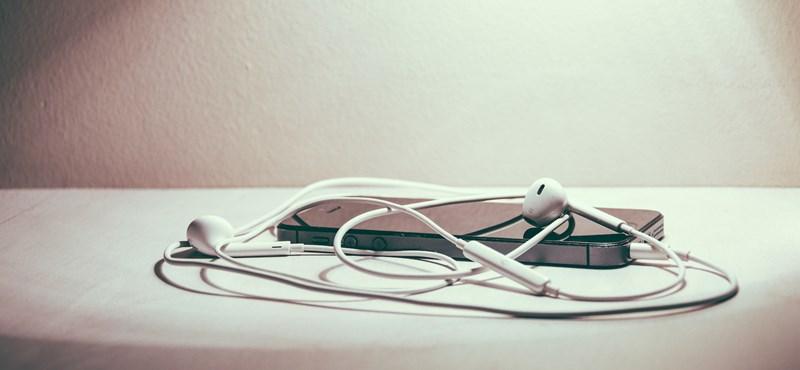 Kellemetlen meglepetés az iPhone mellé: az Apple kiveheti a fülhallgatót a csomagból
