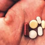 Az ügyészség szerint nem kellett volna elengedni a covid-gyógyszerekkel boltoló orvost