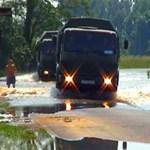 Fejetlenség a védekezésben: Sajólád is vízben áll - videó