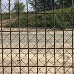 Külföldre egész mást kommunikál az áramos határkerítésről a BM