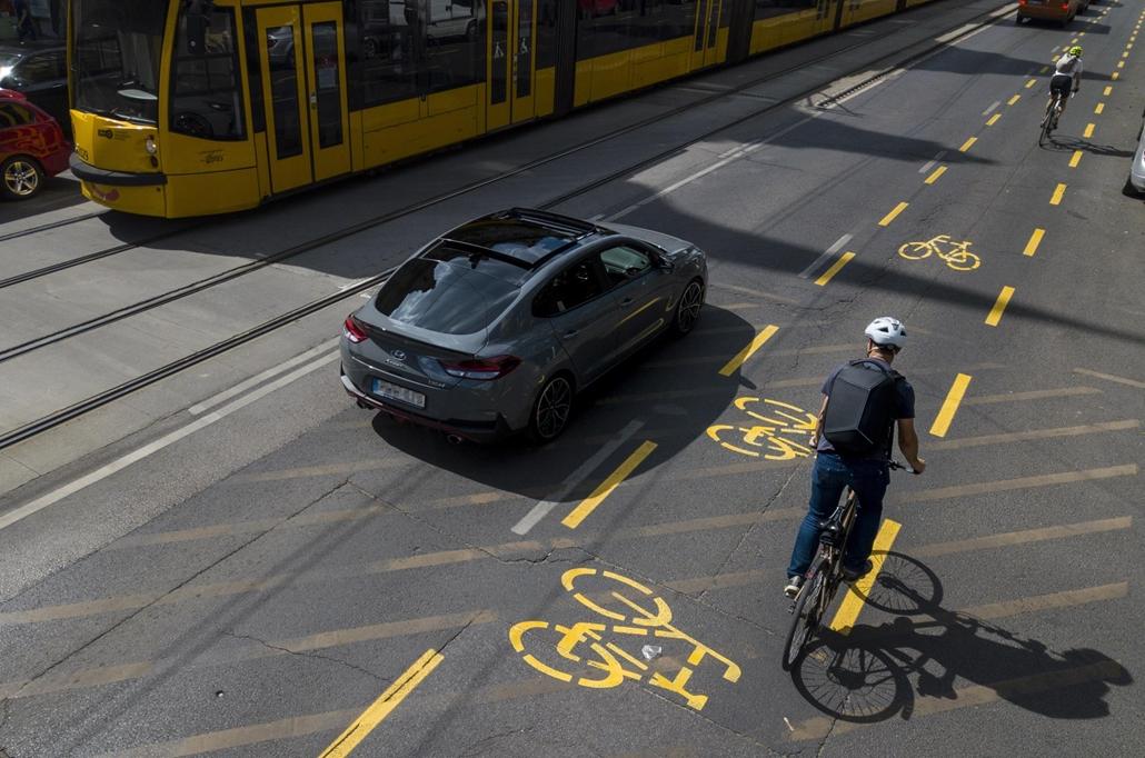 20200614002 faz.20.05.04.  Kerékpársáv ideiglenes körút közlekedés környezetszennyezés bringa Budapest egészség légszennyezés dron