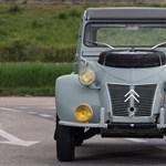 Két motor, két slusszkulcs ebben a 24 millió forintos régi Citroën Kacsában