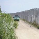 Még az autót is átalakították az embercsempészethez