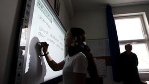 Tiltakozni fognak a szülők, ha közmunkások is tanulnak majd az iskolákban?