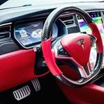 Ilyen gyönyörű Tesla-belsőt se láttunk még