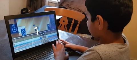 Ez a 10 éves kisfiú a világ leggyorsabb számolója