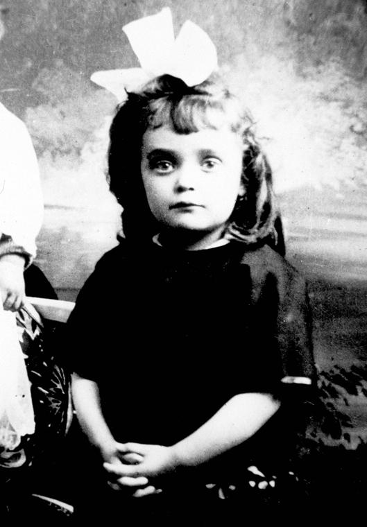 19yy. - Edith Piaf kislányként