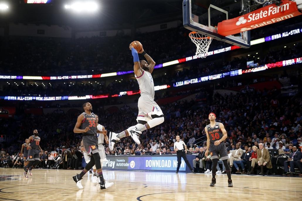 AP_! márc.6-ig_! - - ap.17.02.20. - LeBron James, a Cleveland Cavaliers és a Kelet játékosa zsákol a Nyugat ellen az észak-amerikai kosárlabda-bajnokság All Star-gálamérkőzésén New Orleansban. - 7képei