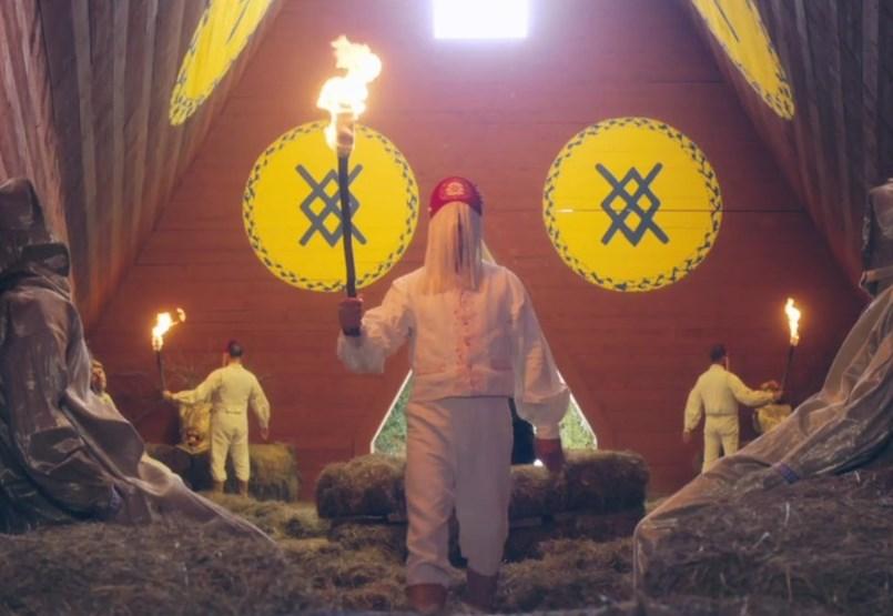 Van, aki csak tüzet gyújt, más embert is rak a máglyára nyár közepén