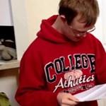 Megható videó egy 20 éves, Down-szindrómás diákról
