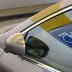 A nap fotója: Egyszerre két mozgássérült helyet foglal el a McDonald's parkolójában a Ford