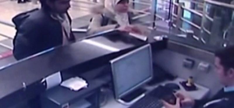 Videó van róla, hogy a túszejtő nője Isztambulba érkezik