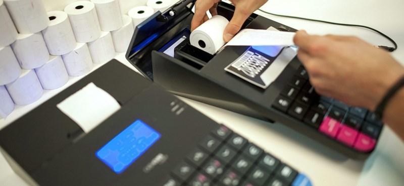 Vérszemet kapott a pénztárgépgyártó: mindent bekötne a NAV-hoz