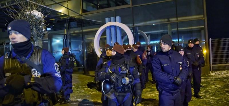 Csúzlival lőhették be vasárnap éjjel az MTVA székházának egyik ablakát