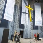 Népszava: csak egyesületként támogathatók az el nem ismert egyházak