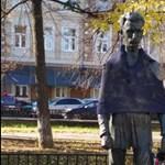 Valaki csúnya tréfát űzött Petőfi Sándor ungvári szobrával