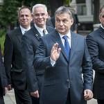 Orbán az istentiszteleten beszélt, a tüntetők az utcán