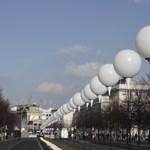 Különleges léggömbökkel világítják meg Berlint – fotók