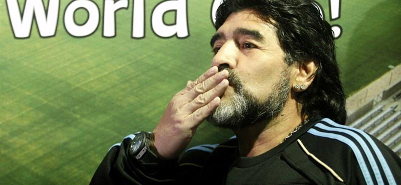 Az ötvenéves Maradona újra focizna