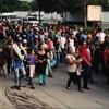 Mexikói rendőrökkel csaptak össze az Amerikába tartó hondurasi menekültek