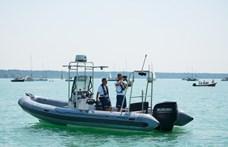 18 embert kellett kimenteni a Balatonból a hétvégén