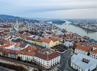 A főváros saját számításai szerint legalább 23 milliárd forintot bukik az iparűzési adó megfelezése miatt