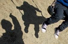 Narancs.hu: Vádat emeltek egy nyolcéves fiúval fajtalankodó volt gyulai rendőr ellen