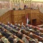 Az ígért otthonteremtési akcióterv tárgyalásával kezdi a napot a parlament