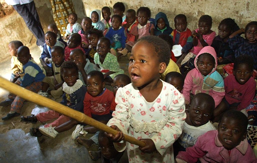 afp.01.08.01. - Malawi, Ndirane : árvaház árva gyerekek, aids-ben elhunyt szülők