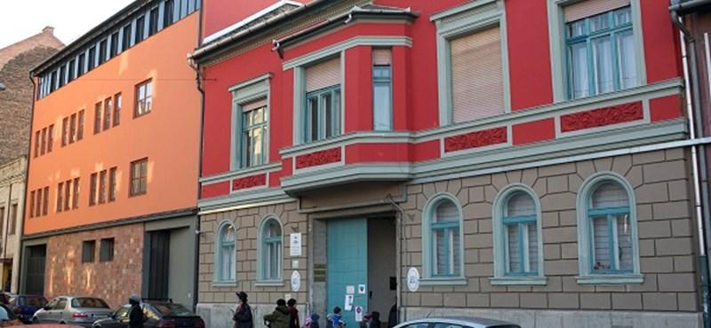 Az ITM reagált az SZFE tegnapi tüntetésére, Iványi Gábor pedig kollégiumi helyeket ajánlott fel