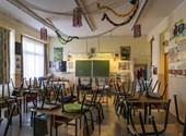 Kormányinfó: bezár az összes iskola, óvoda, a legtöbb üzlet és szolgáltatás